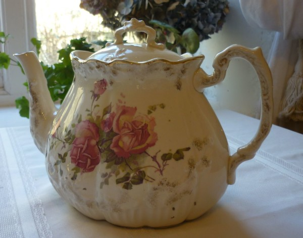 Roses Vinitage Tea Pot